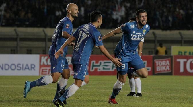 Vladimir Vujović usai mencetak gol bagi Persib Bandung.