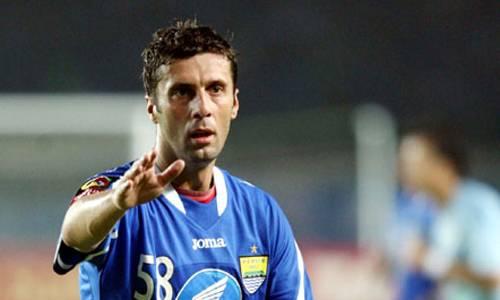 Delapan Pemain Asing Klasik dengan Tendangan Bebas Terbaik di Liga Indonesia
