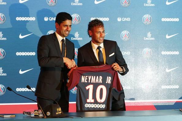 Biaya Transfer dan Gaji Neymar: Wajarkah Bila Pemain Sepak Bola Semakin Gila Uang?