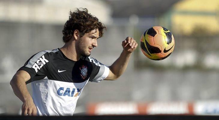 Dunia Sempurna Alexandre Pato