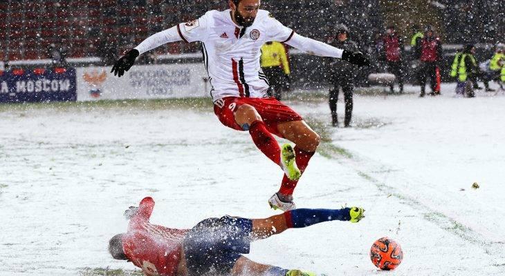 Perlengkapan Sepak Bola di Musim Dingin yang Kamu (Mungkin) Ingin Tahu