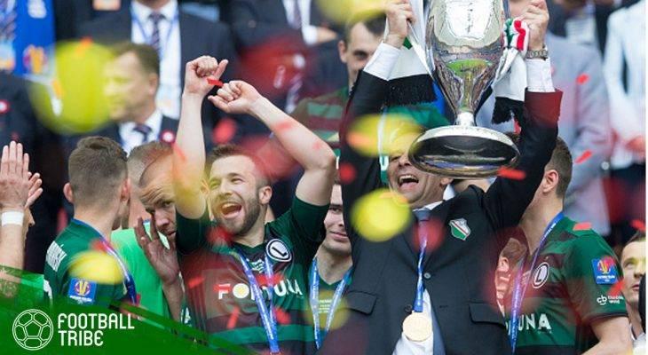 Pertandingan Dihentikan karena Flare, Legia Warsaw Resmi Menjadi Juara Ekstraklasa Musim 2017/2018
