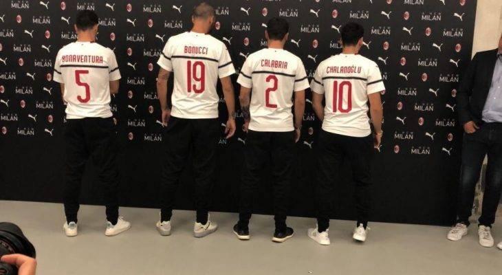 Typo Nama Hakan Calhanoglu di Perkenalan Jersey Tandang AC Milan