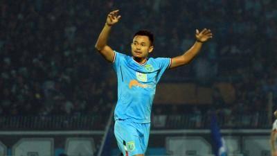 Arif Satria, dari Liga 3 Menjadi Pilar Lini Belakang Persela