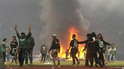 Kericuhan di Sepak Bola Indonesia, Semua karena Cinta
