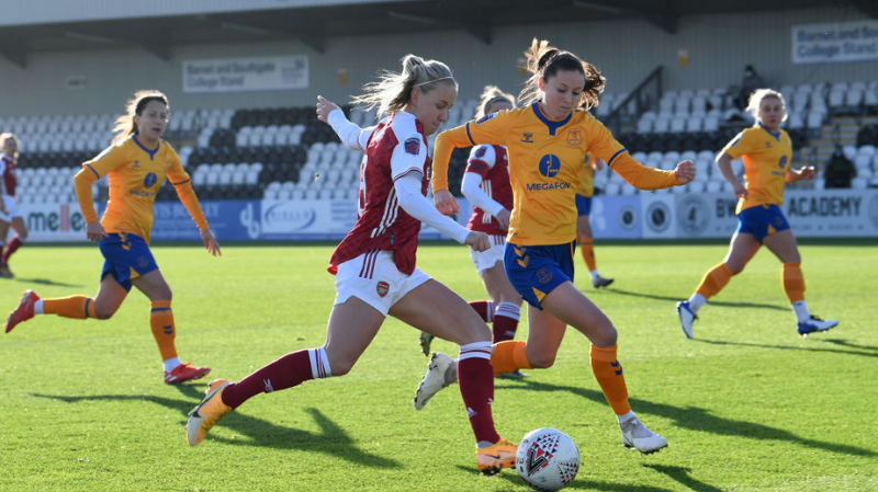 Beth Mead of Arsenal takes on Danielle Turner of Everton during the Barclays FA Women's Super League match between Arsenal Women and Everton Women at Meadow Park on December 20, 2020 in Borehamwood, England.