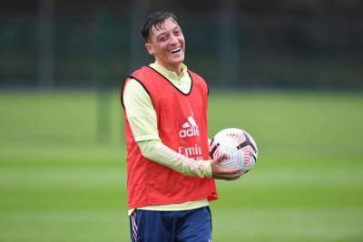 Mesut Özil Segera Tinggalkan Arsenal?