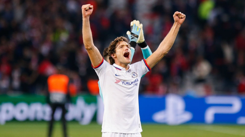 Marcos Alonso of Chelsea celebrate the victory after the UEFA Champions League match between Lille and Chelsea at Stade Pierre Mauroy