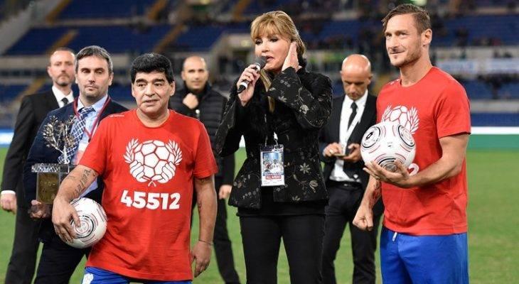 مارادونا: توتی بهترین بازیکن است که تا به حال دیدهام