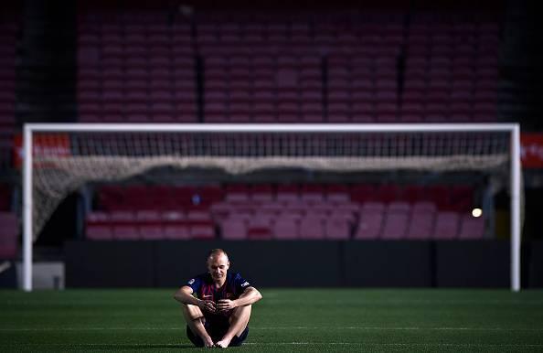 سکانس عجیب خداحافظی آندرس اینیستا با بارسلونا؛ عکس