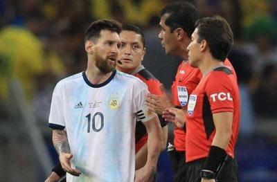 حمله تند لیونل مسی به داور دیدار برزیل-آرژانتین