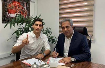 رسمی: محمد نادری با پرسپولیس تمدید کرد