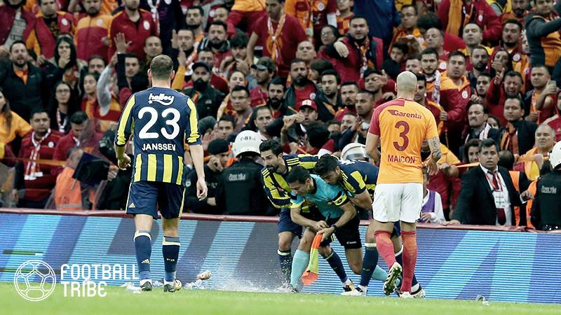 トルコのダービーはユース世代でも熱い。激しいタックルで一発レッド【動画あり】