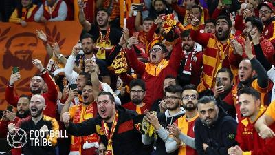 ダービー前日練習に4万人のファンが! ポドルスキがトルコの古巣に感謝