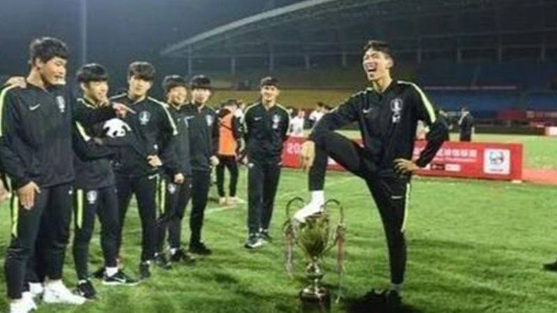韓国サッカー協会、トロフィー踏みつけ行為で中国に謝罪