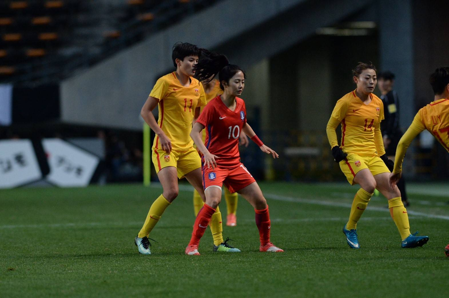 [E-1 챔피언십] 한국 vs 중국 리뷰: 태극낭자, 황사 바람에 휘말리다