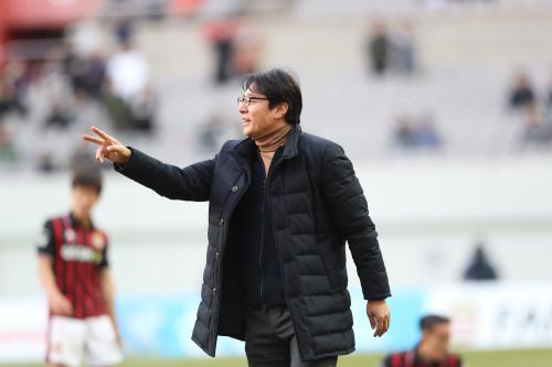'빠른 축구'를 천명한 황선홍 감독, 빠른 사임을 선택하다