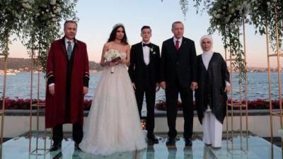 에르도안 터키 대통령, 논란에도 불구하고 외질 결혼식 참석