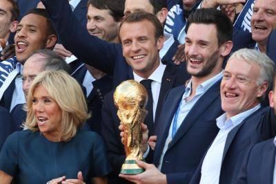 알바니아 국가 실수한 프랑스, 대통령까지 나서서 사과