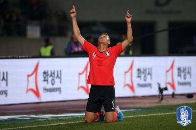벤투 부임 이후 첫 선발 출전한 김신욱, 스리랑카 상대로 4골 넣어