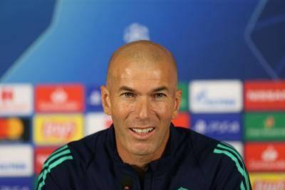 """파리 단장 발언에 응수한 지단 """"음바페가 레알 유니폼을 입고 싶다기에 전달했을 뿐"""""""