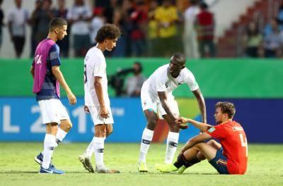 [U-17 월드컵] 스페인, 프랑스 상대로 대참사