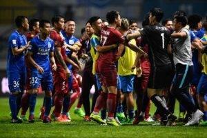 Oscar cetus huru-hara dan pergaduhan dalam Liga Super China (VIDEO)
