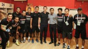 Bekas bintang Manchester United, Gary Neville berminat untuk melatih kelab Indonesia