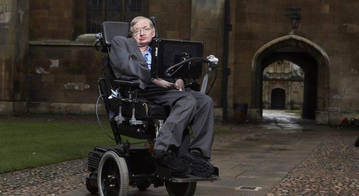 "Stephen Hawking: Mencari ""Theory of Everything"" dalam bola sepak"