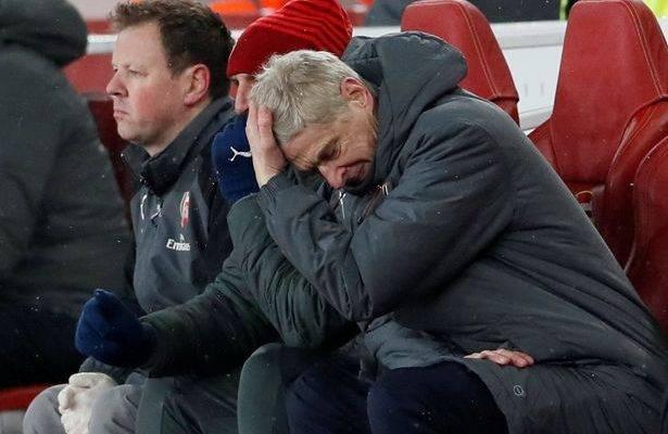 """""""Penyokong Arsenal sudah tidak peduli dan saya faham perasaan mereka"""" – Carragher"""