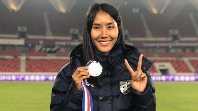 Taneekarn Dangda, penyerang sensasi wanita Thailand yang mengikut langkah abang