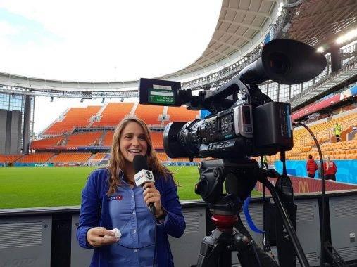 Wartawan dari Brazil menerima pujian selepas memarahi lelaki yang cuba menciumnya di Russia