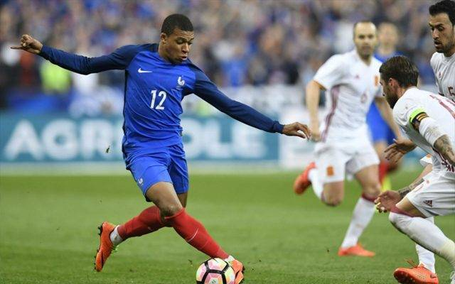 Mbappé happy at PSG and considering lucrative contract extension