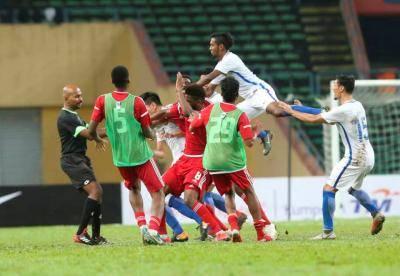 Pemain UAE cuba cederakan Adib Zainuddin
