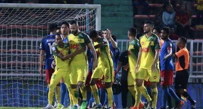 Akibat bertindak ganas terhadap Farizal Marlias, FAM gantung Paulo Rangel tiga perlawanan