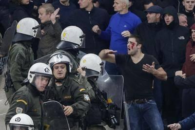 Eksiden Keganasan Cemari Perlawanan Liga Juara-Juara Di Antara AEK Athens Dan Ajax