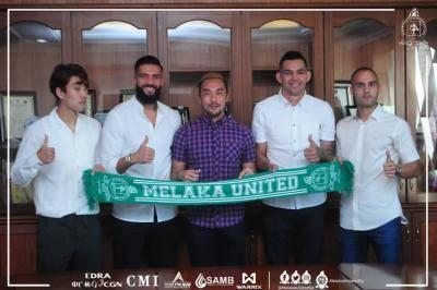 Liridon Sarung Jersi Melaka United