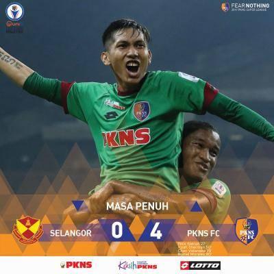 PKNS FC Ajar Selangor Main Bola