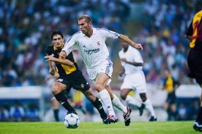 'Sebagai seorang pemain, saya tidur dengan cukup, tidak pergi ke bar dan hanya minum air kosong' – Zinedine Zidane