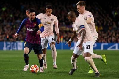 Messi tunjuk United jalan keluar
