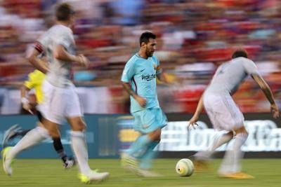 Gambar Lionel Messi di tampal di dalam bilik persalinan Manchester United