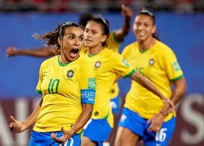 Piala Dunia Wanita – Marta atasi Miroslav Klose dalam kempen Piala Dunia