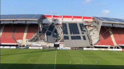 Bumbung AZ Alkmaar runtuh
