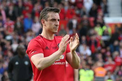 Garry Neville minta Old Trafford dijual