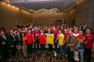 Lagenda Liverpool dan Manchester United bakal berentap dalam kejohanan 'The Battle of the Reds'