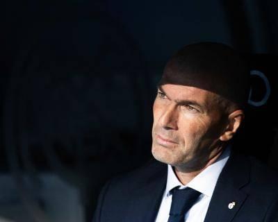 Zidane pening kepala dengan bahagian tengah Los Blancos