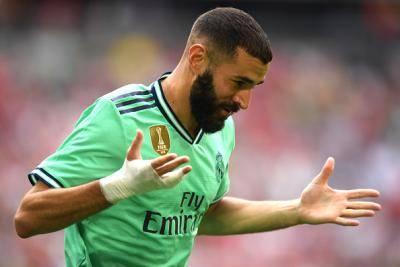 Ada apa dengan pembalut tangan Benzema?