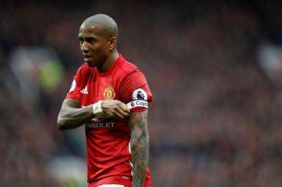 Ashley Young rejects Man United one-year extension