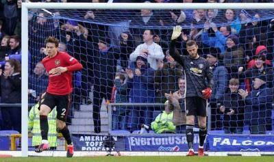 Watch David De Gea howler that gifted Everton the goal
