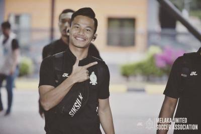 Pemain Melaka United ini jana pendapatan dengan jual nasi lemak, mee rebus ketika wabak COVID-19